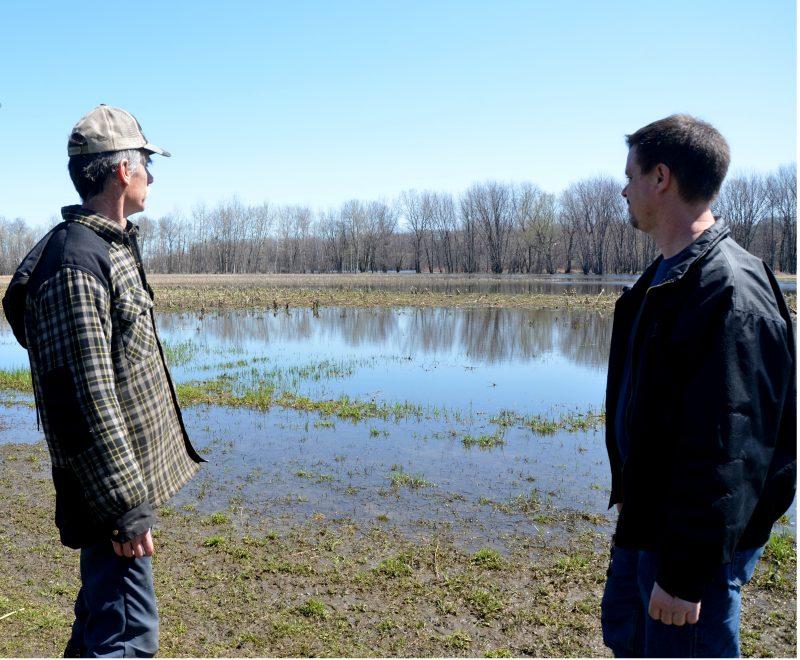 La famille Paul s'est dite déçue de la rencontre tenue le 21 décembre entre le ministère et des agriculteurs concernant les terres inondées en raison dans la baie Lavallière   Photo: TC Média - archives