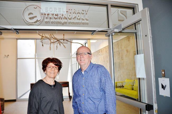 La directrice générale du CTTÉI, Hélène Gignac, et le directeur général d'Innosphère Solutions durables, Normand Gariépy. | TC Média – Julie Lamber