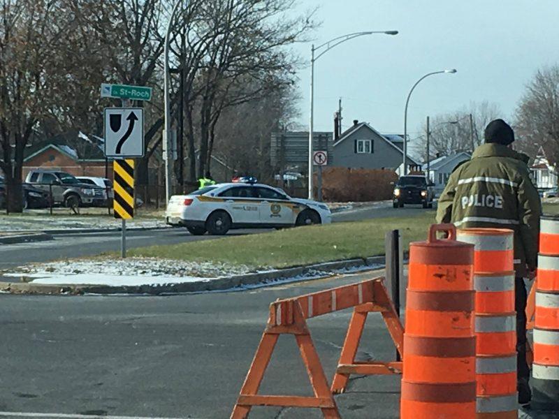 Plusieurs rues sont toujours fermées à la circulation sur le chemin St-Roch à Sorel-Tracy. (Photo: Kevin Arseneault)