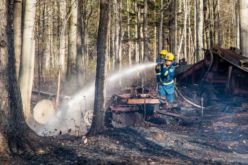 Un feu de forêt de grande ampleur s'est déclaré sur le rang Raimbault à Sainte-Victoire-de-Sorel le 7 mai. | Photo: TC Média - Pascal Cournoyer