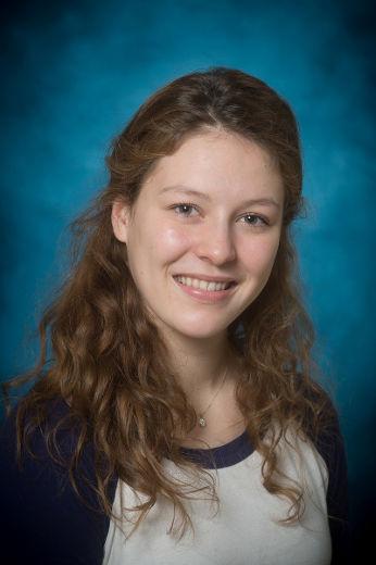 L'étudiante au Cégep de Sorel-Tracy, Luna Dansereau, participera au concours Les Voix de la poésie le 20 avril prochain. | Photo : Gracieuseté – Philippe Manning