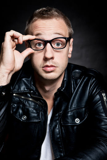 L'humoriste Martin Perizzolo offrira une prestation lors du Cabaret Open Mike le 25 avril prochain, à 20h30.   Photo : Gracieuseté - Lawrence Arcouette