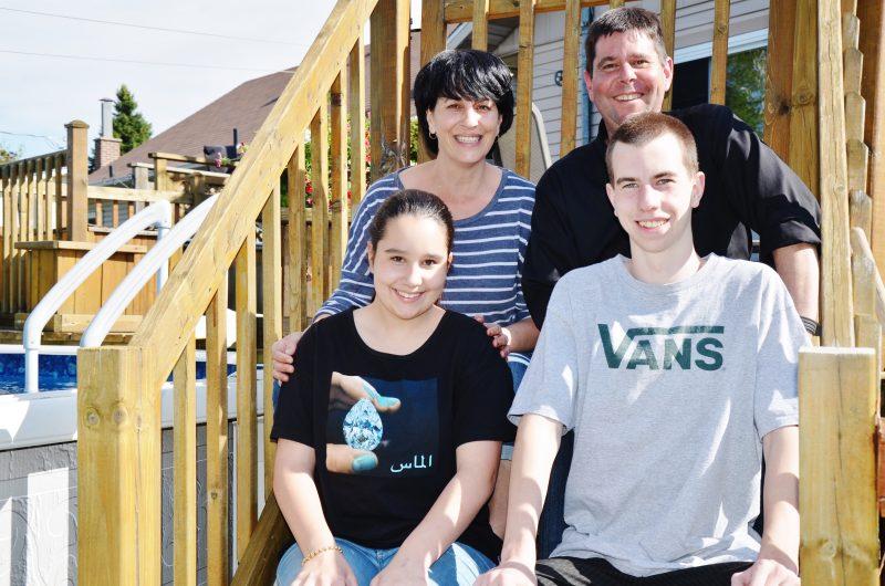Le Sorelois Éric Delisle entouré de sa femme Dominique Boily et de ses enfants Victor et Juliane. | Photo: TC Média - Julie Lambert