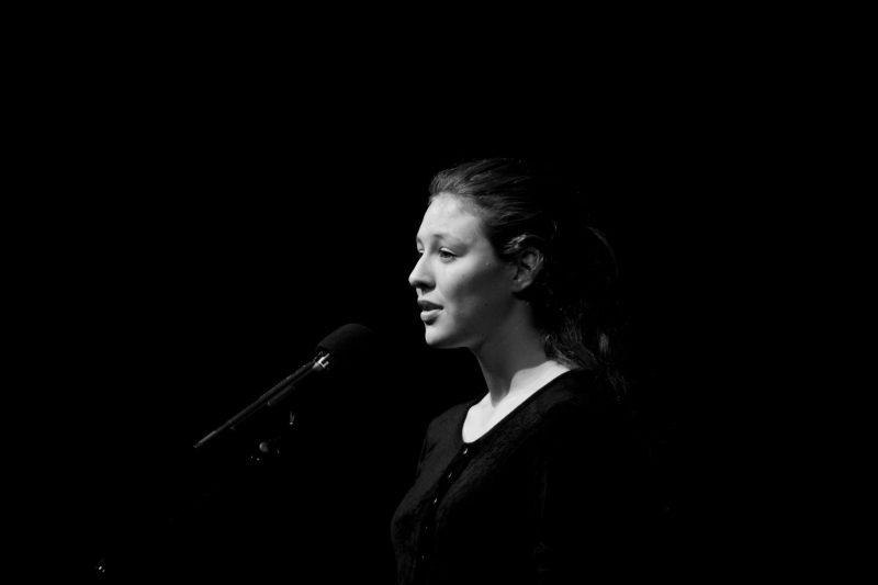 Luna Dansereau a remporté la finale dans la section française du concours Les Voix de la poésie qui se déroulait les 20 et 21 avril derniers à Montréal.   Copyright 2015 Susan Moss