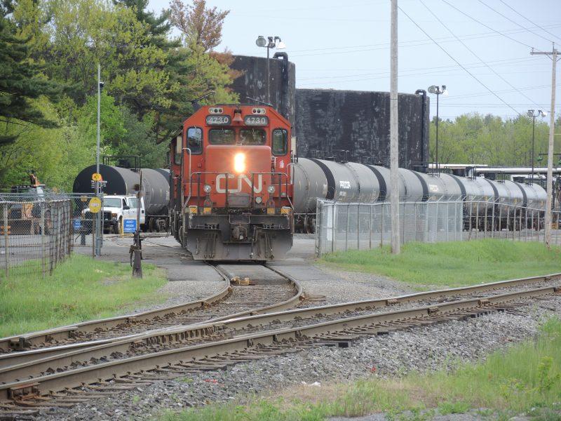 Le CN procède depuis la semaine dernière à l'arrosage de pesticides sur ses voies ferrées afin d'éliminer les mauvaises herbes et d'ainsi éviter les accidents. | Photo: TC Media - Christian Lepage