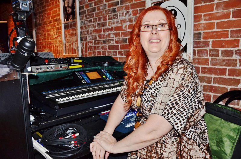 La professeure de chant Carole Bruneau fête le 30e anniversaire de son école de musique en juin. | Photo : TC Média – Julie Lambert