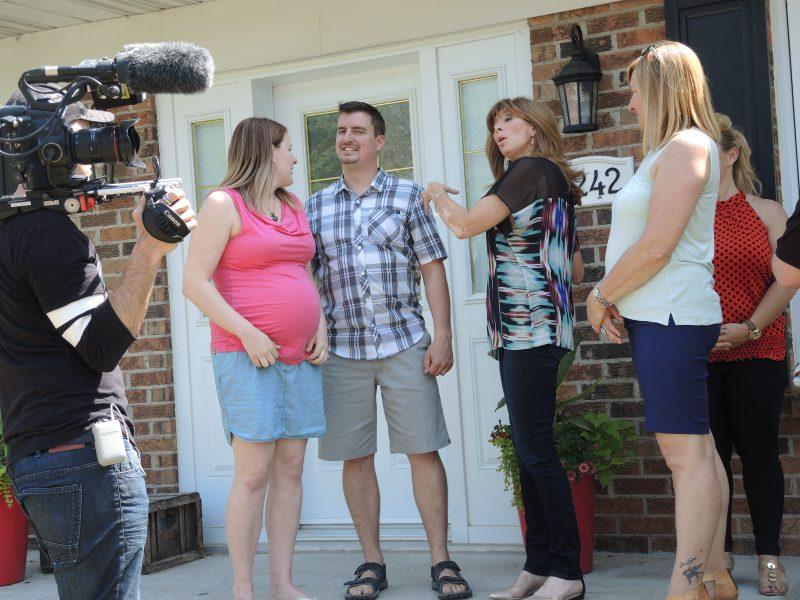 La famille de Tara Delorme et David Hurteau a découvert avec émotion les rénovations réalisées dans leur maison grâce à l'émission « On efface et on recommence ». | TC Média - Sarah-Eve Charland