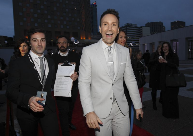 Éric Salvail, à son arrivée sur le tapis rouge du Gala Artis. | Photo: TC Media - Yves Provencher/Journal Métro