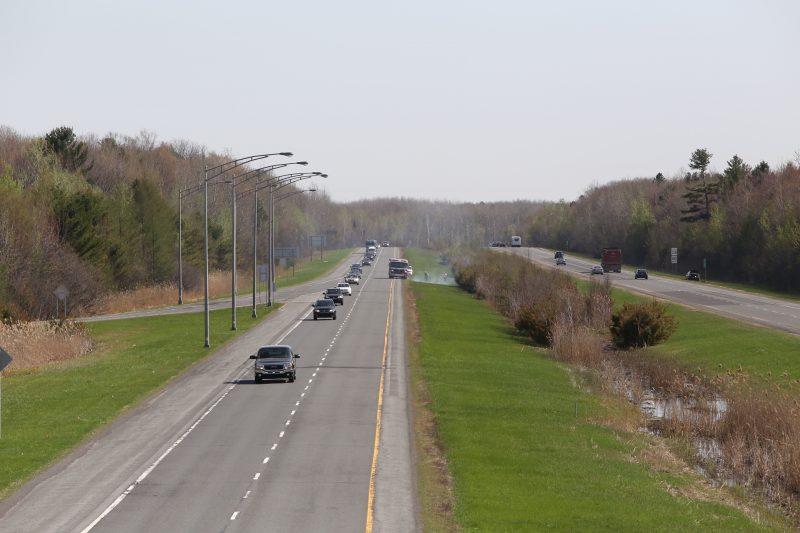 Un feu s'est déclaré deux fois en trois jours au kilomètre 135 sur l'autoroute 30. | TC Média - Pascal Cournoyer