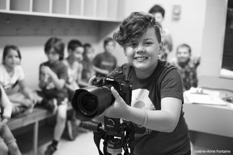 Publié le 24 octobre 2017 | Les jeunes ont pu prendre part à deux ateliers, soit un de mise en pratique et se consacrer à une technique de light painting. | Photos par TC Média - Gracieuseté NathB