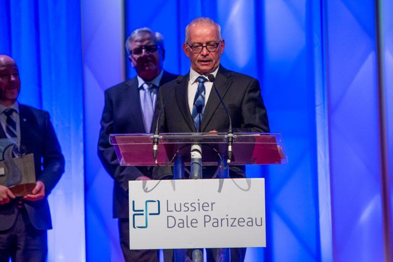 Pierre Millette de Danis Construction a livré un court discours lorsqu'honoré pour devenir un Grand Bâtisseur, au Gala du mérite économique. | Pascal Cournoyer