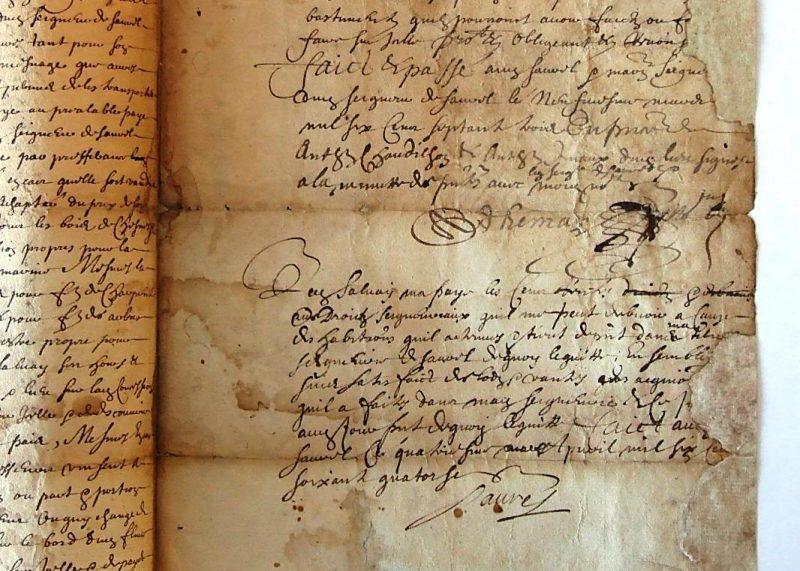 Au bas du texte de l'acte de concession, le seigneur signe Saurel. | Photo: Germain Martin