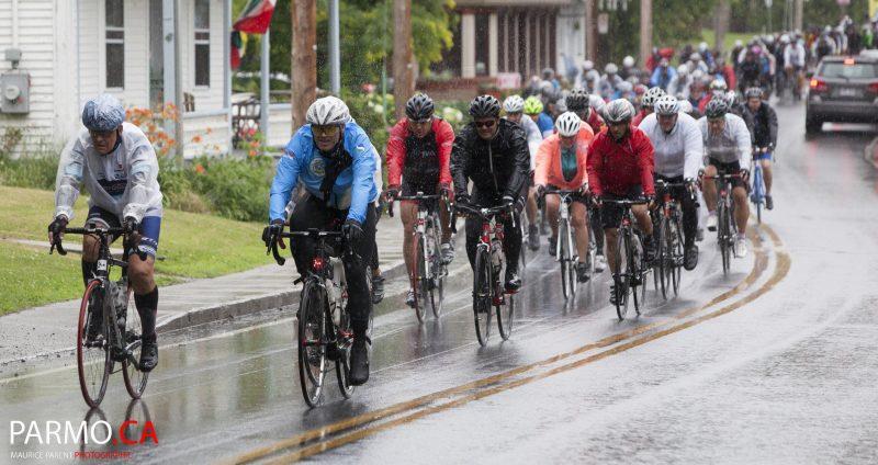 215 cyclistes ont participé à la 7e édition du Défi Vélo Lussier 2016 et ont récolté 55 000$ au profit du Programme Défi Cancer du Centre d'action bénévole du Bas-Richelieu.   Photo: Maurice Parent - © PARMO.CA