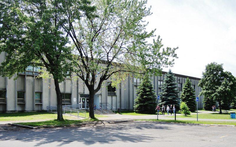 L'école secondaire Bernard-Gariépy a été envisagée pour y aménager le futur centre multisports de la municipalité.