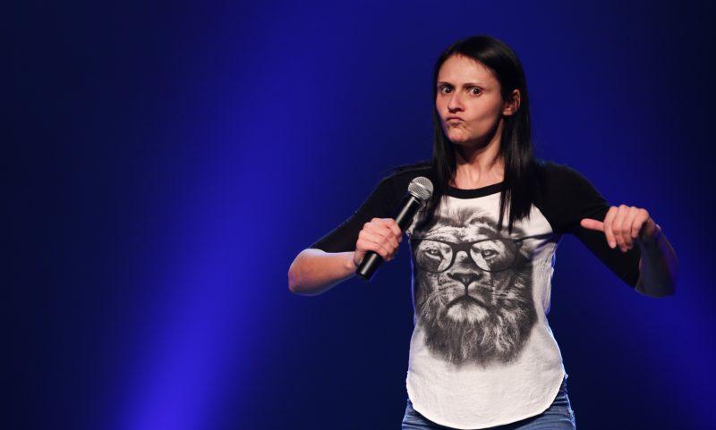L'humoriste Korine Côté sera sur la scène du Théâtre du Chenal-du-Moine le 12 septembre, à 20h, pour présenter son tout premier spectacle. | Photo: Gracieuseté