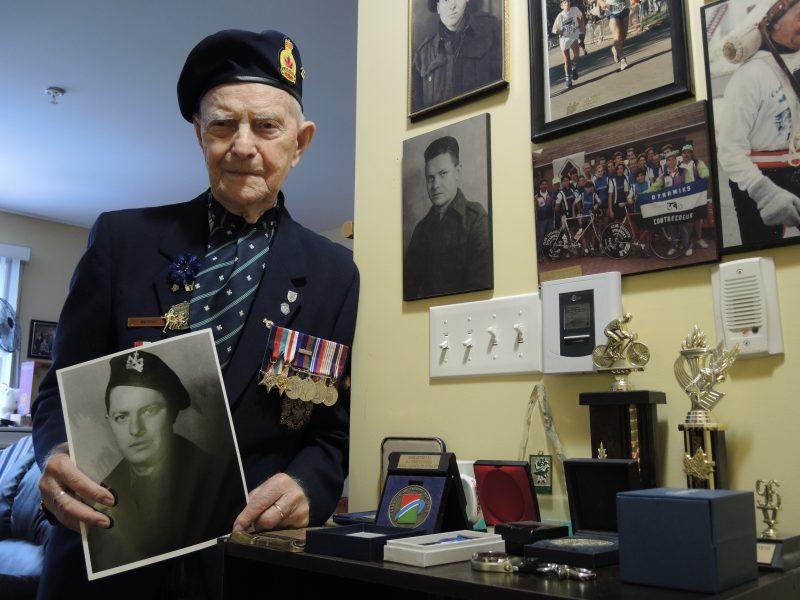 Le vétéran Jean Trempe se remémore sa participation à la Deuxième Guerre mondiale il y a 70 ans. | TC Média - Sarah-Eve Charland