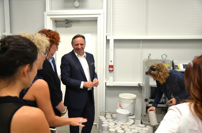 François Legault a visité les locaux du Centre de transfert technologique en écologie industrielle. | TC Média - Sarah-Eve Charland