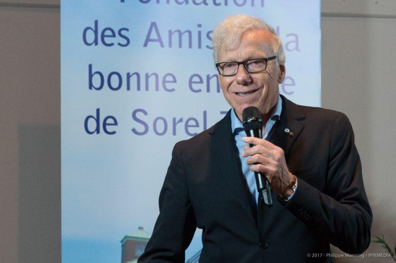 Pierre Bruneau a été généreux avec le public le 30 avril, à Sorel-Tracy. | Crédit photo: Philippe Manning