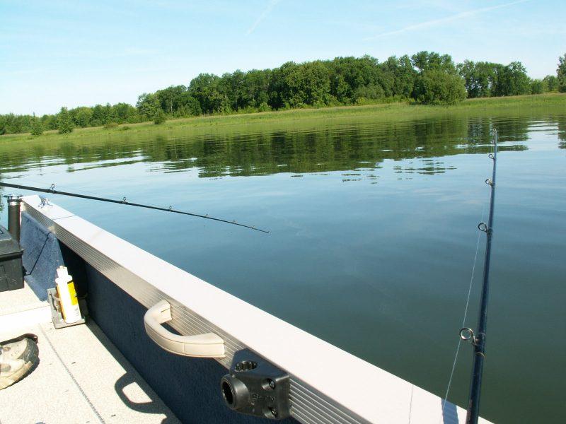 Les pêcheurs fréquentent toujours le lac St-Pierre en grand nombre malgré le moratoire imposé sur la pêche à la perchaude. | TC Média - «archives