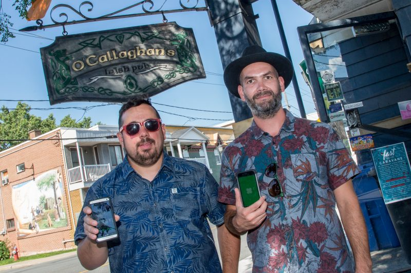 Le responsable de la programmation, Marco Gagnon et un des copropriétaires du Pub O'Callaghan, Alexandre Gauthier. | Photo: TC Média - Pascal Cournoyer