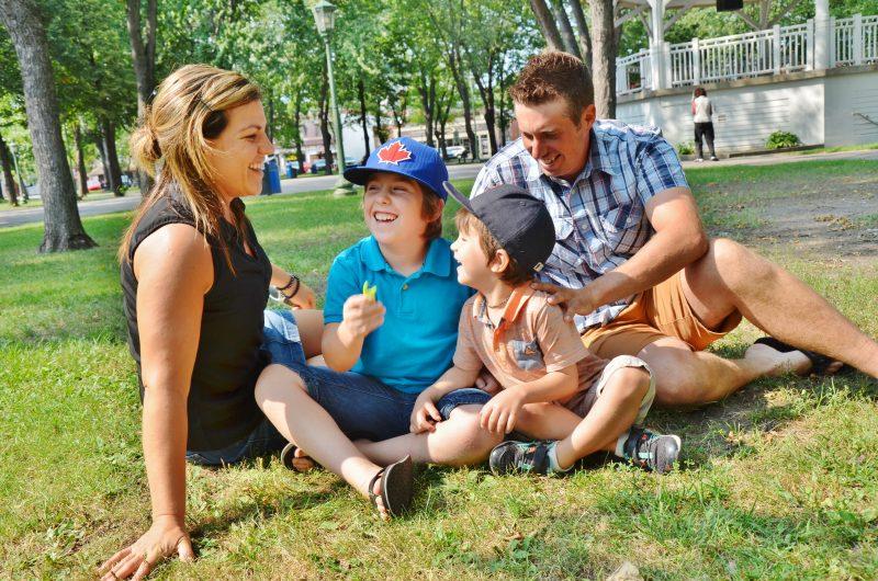 Dans l'ordre : Amélie Péloquin, Anthony, Jordan et Dominic Léveillée ont vraiment hâte de s'envoler vers Disney World. | Photo: TC Média – Julie Lambert
