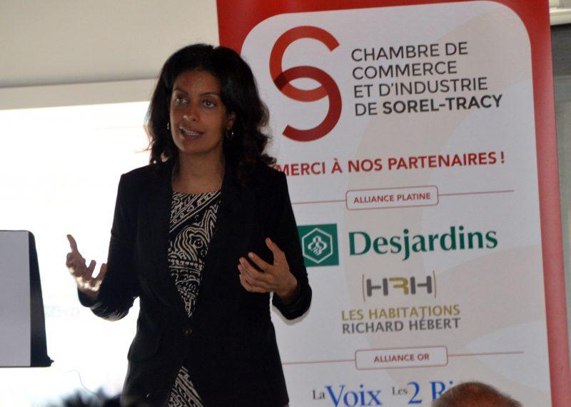 La ministre Dominique Anglade s'est adressée à une centaine de personnes, à Sorel-Tracy, le 3 octobre de midi à 14h. | Photo: TC Média - Jean-Philippe Morin