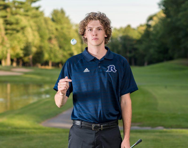 Olivier Ménard a connu une bonne saison avec les Rebelles en golf. Il est un des 113 athlètes à étudier au Cégep de Sorel-Tracy. | www.facebook.com/jfmongeonphotographie