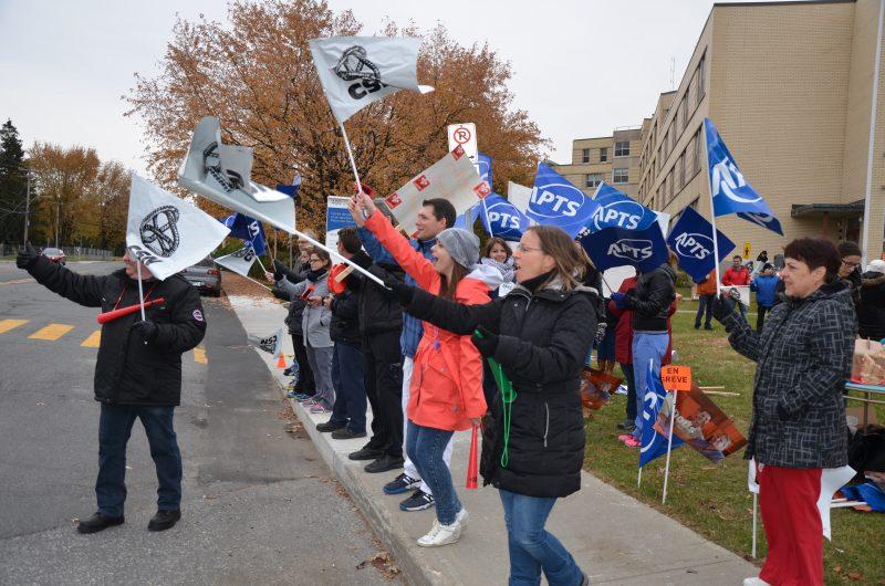 Les syndicats de la fonction publique de la région prévoient déclencher une grève le 9 décembre s'il n'y a pas d'entente conclue d'ici ce moment. | TC Média - Sarah-Eve Charland
