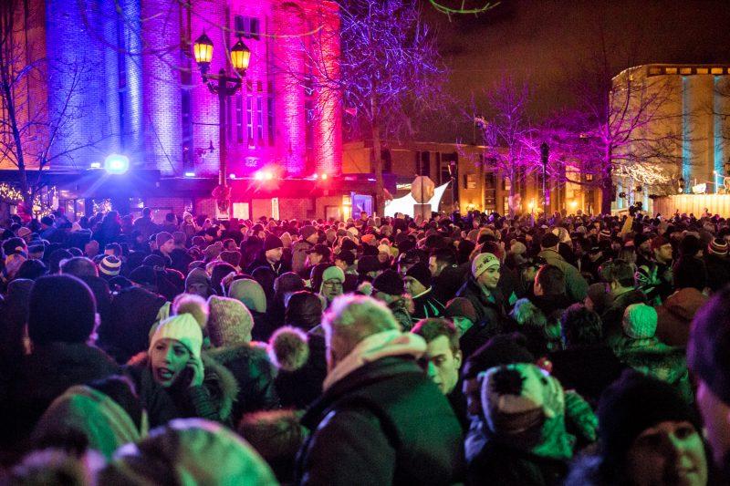Le centre-ville fourmillait de gens venus célébrer l'arrivée de la nouvelle année le 31 décembre dernier. | Photos: TC Média - Pascal Cournoyer