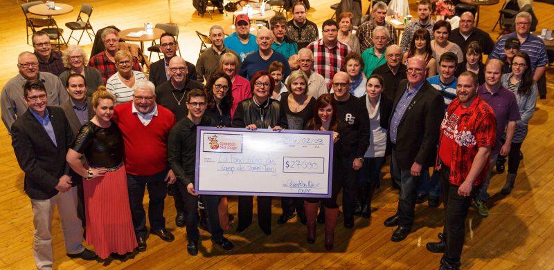 Les bénévoles de l'Opération Nez Rouge ont remis un montant de 27 000$ à la Fondation du Cégep de Sorel-Tracy. | Photo: Gracieuseté - Jean-Marc Mainella