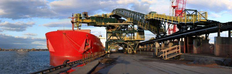 Le minerai de Havre Saint-Pierre ets normalement transporté par bateau vers le quai de RTFT à Sorel-Tracy. | TC Média - Gracieuseté/Simon Ménard