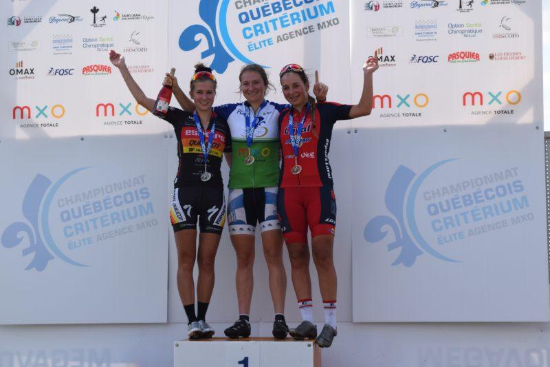 La nouvelle championne québécoise en cyclisme dans la catégorie junior femme, est, depuis le 31 août dernier, Laurie Jussaume , 16 ans, de Contrecoeur, membre du club cycliste Dynamiks, que l'on voit sur la première marche du podium. | Photo TC Média - Gracieuseté