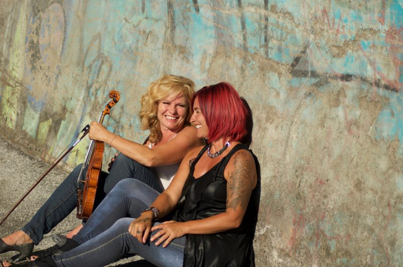 Le duo Les Belles Rebelles, formé de la violoniste Valérie Pichon et de la chanteuse Carolyne Jomphe. | Photo: Gracieuseté - Eric Fredette