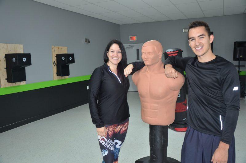 Fallone et Maxime Jean rejoignent une centaine de clientes dans leur centre d'entraînement Studio Z – Circuit en 30 minutes. | TC Média - Sarah-Eve Charland