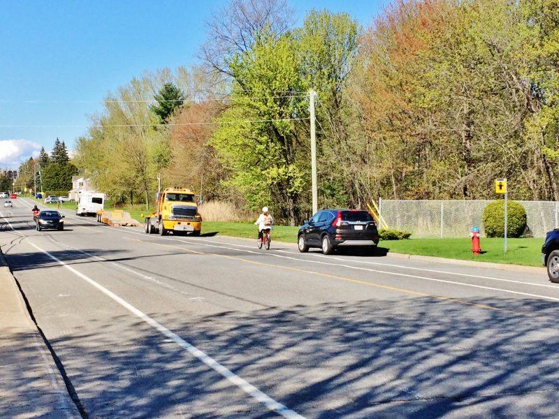 Chaque année, on doit refaire le marquage de lignes sur les chaussées pavées de la ville. Celui de l'an dernier avait posé des problèmes à bien des utilisateurs qui ne voyaient pas la pertinence d'avoir changé le traçage pour les cyclistes. | Photo: TC Média - archives/Julie Lambert