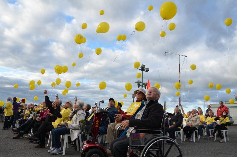 Le Relais pour la vie a été lancé par l'envolée de ballons en hommage aux survivants et aux décédés. | TC Média - Sarah-Eve Charland