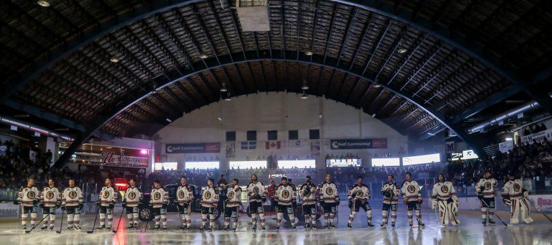 Les Éperviers de Sorel-Tracy ont profité de leur match d'ouverture pour présenter les joueurs de l'édition 2015-2016. Ces derniers ont couronné le tout par une victoire de 4-3 devant plus de 1600 spectateurs. | Photos: TC Média - Pascal Cournoyer