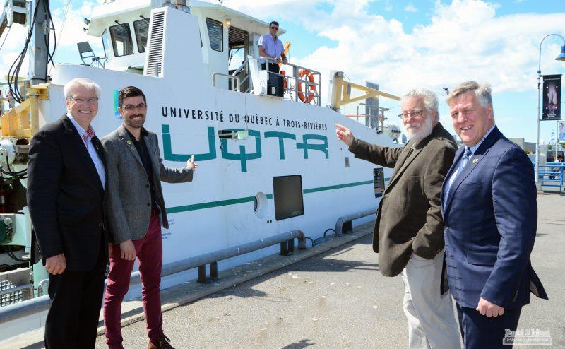 Daniel McMahon, le recteur de l'UQTR, était accompagné des professeurs François Guillemette et Gilbert Cabana du Département des sciences de l'environnement, et de Daniel Milot, directeur général de la Fondation de l'UQTR. | Gracieuseté
