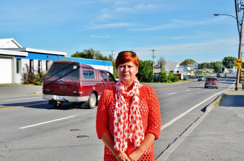 La conseillère Dominique Ouellet souhaite être entendue par le MTQ pour que la vitesse soit réduite de 70 km/h à 50 km/h sur le boulevard Fiset. | Photo: TC Média - Julie Lambert