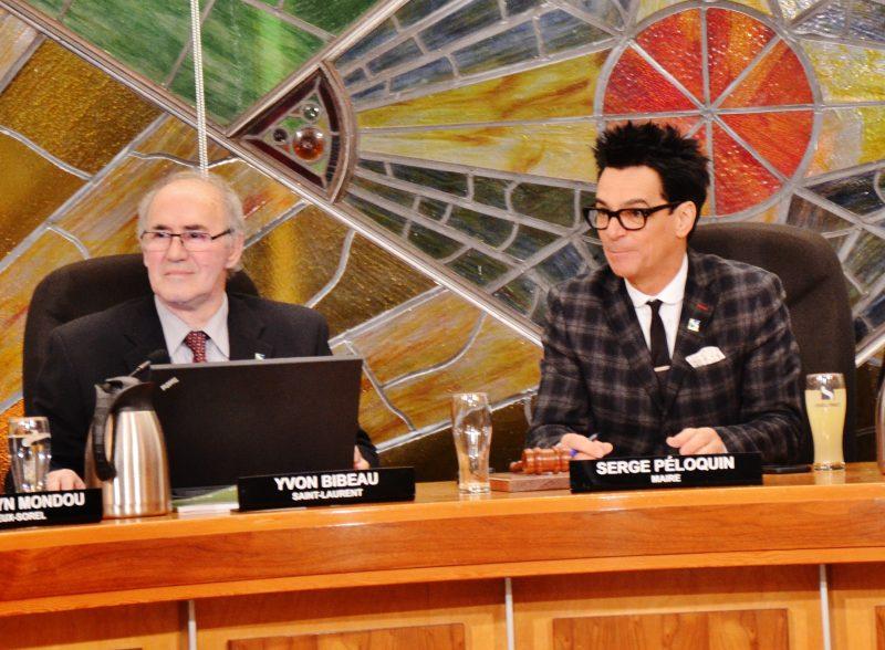 Le maire de Sorel-Tracy Serge Péloquin et le conseiller Yvon Bibeau ont eu une mésentente sur la grève au traversier lors du dernier conseil municipal. | Photo: TC Média - Julie Lambert