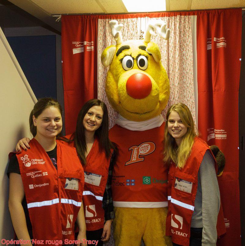 L'équipe numéro 2 a effectué plusieurs raccompagnements le 31 décembre. À droite, la journaliste Sarah-Eve Charland. | Gracieuseté - Opération Nez rouge