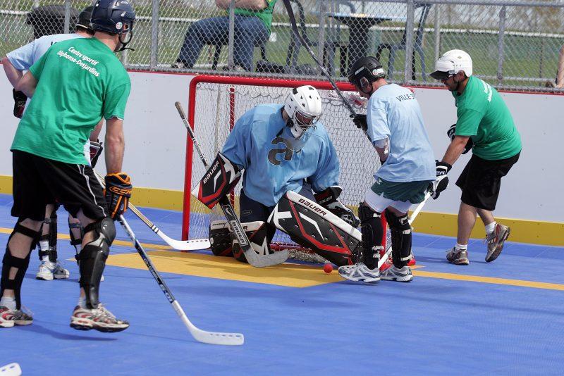 L'implantation de surfaces de DEK Hockey derrière le Bar 525 va permettre à Sorel-Tracy d'offrir ce sport dans la région. | TC Média – Éric Guertin