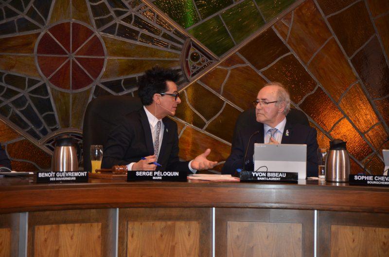 Le maire Serge Péloquin et le conseiller municipal Yvon Bibeau se sont prononcés publiquement contre le projet de loi 122. | TC Média - Sarah-Eve Charland