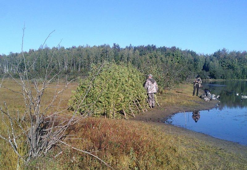 Les agents de la protection de la faune ont effectué des vérifications de cache. | Gracieuseté