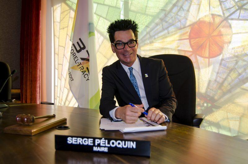 Serge Péloquin et ses conseillers ont applaudi le budget 2017. | Photo: TC Média – Stéphane Martin