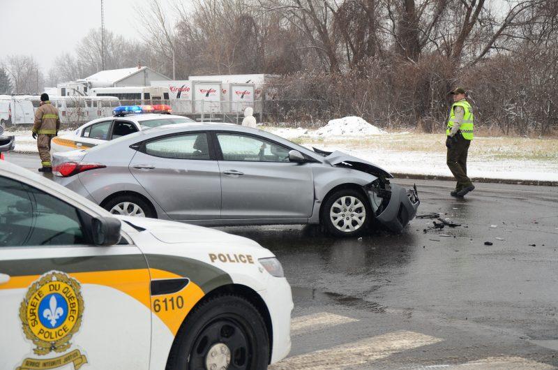 Les policiers ont été dépêchés sur les lieux afin de gérer la circulation à l'intersection. | TC Média - Sarah-Eve Charland