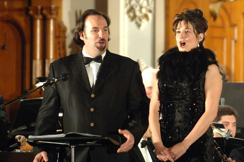 Louise Marcotte ouvre son école de chant à Sainte-Anne-de-Sorel. On voit ici la soprano en concert, à Sorel-Tracy, avec Pascal Gauthier. | Photo - Gracieuseté Philippe Manning