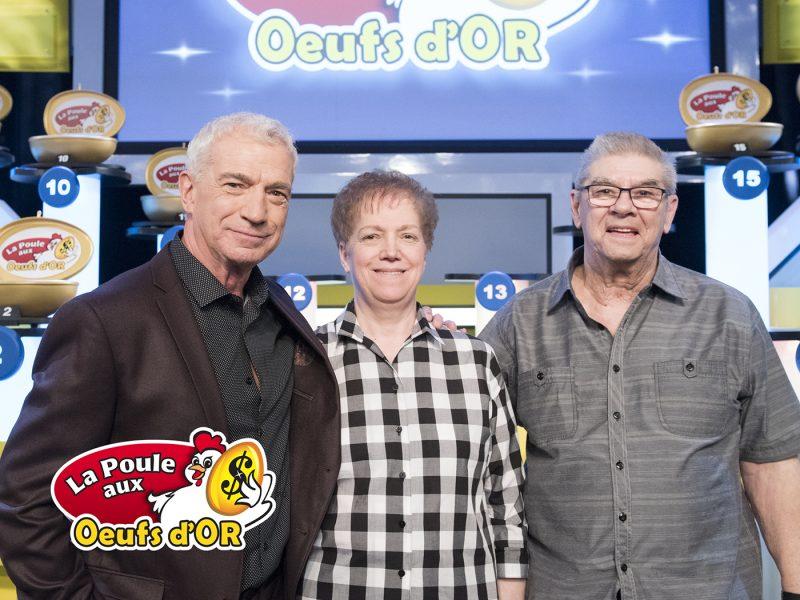 L'animateur Guy Mongrain en compagnie des Sorelois Danielle Ayotte et Réjean Cardin. | Loto-Québec