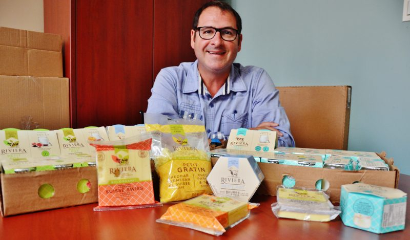 Alain Chalifoux est très fier du tournant que vit son entreprise en ajoutant une nouvelle gamme de produits. | TC Média - Julie Lambert