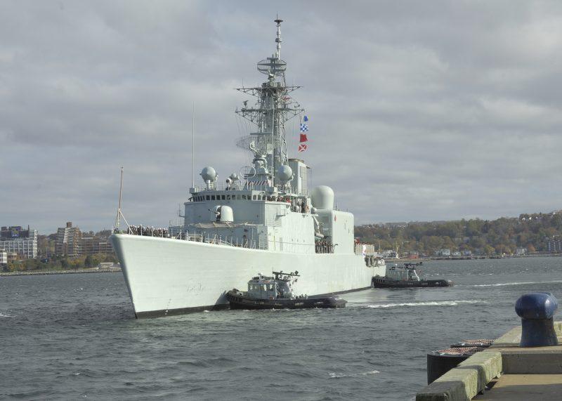 Le HMCS Iroquois partant en mission, en 2008. | TC Média - Gracieuseté /Pte Martin Roy